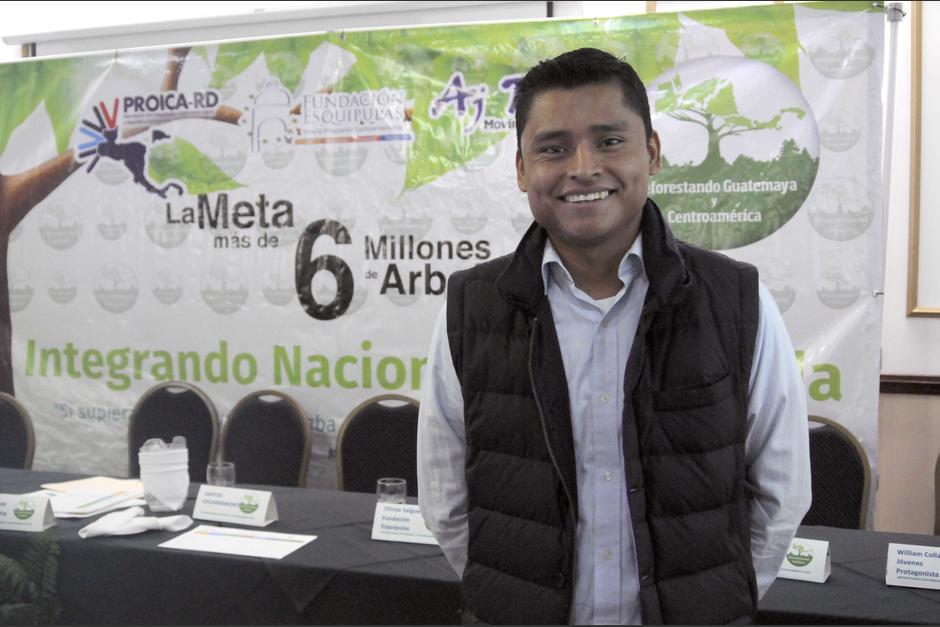 """Erick Barrondo es uno de los """"embajadores"""" simbólicos de la campaña de reforestación. (Foto: Soy502)"""