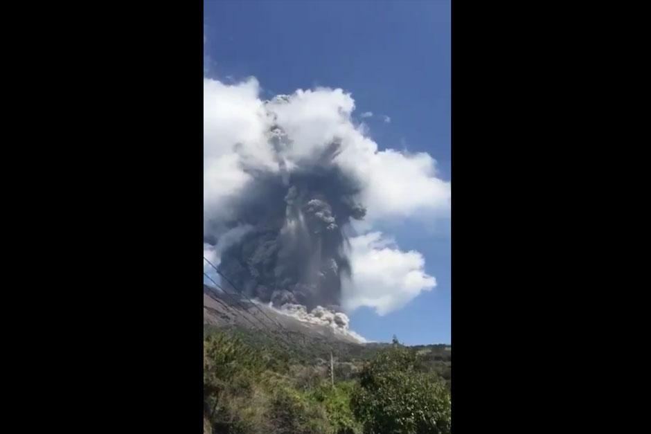 No se ha confirmado la relación del volcán con los terremotos. (Foto: Twitter/@Takeshi_Tngch)