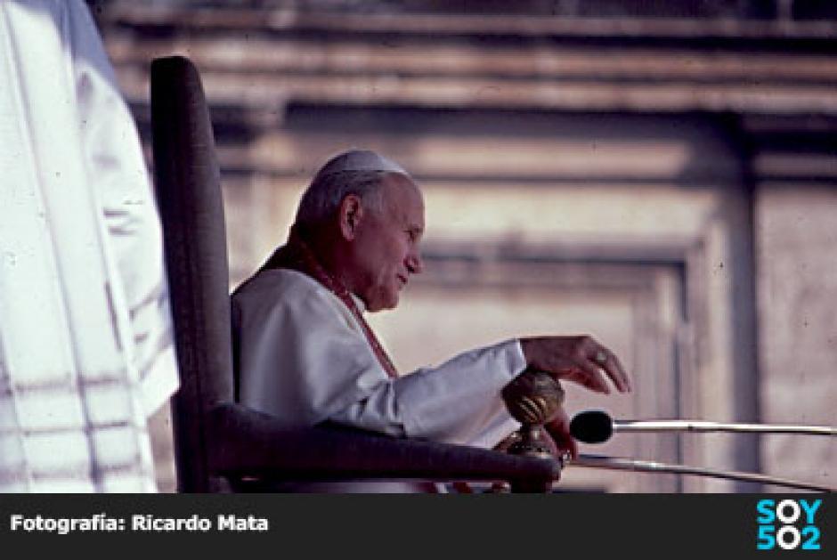 El fotógrafo guatemalteco realizó un libro de fotografías del Papa. (Foto: Ricardo Mata)