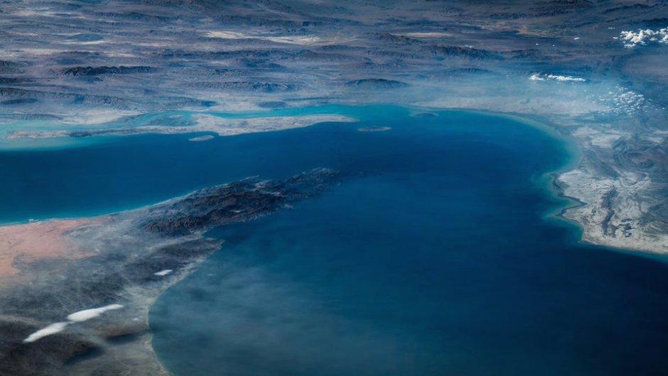 Aquí se aprecia la península de Musadam, el estrecho de Ormuz y las montañas Zagros en Irán. (Foto: Jeff Williams/NASA)