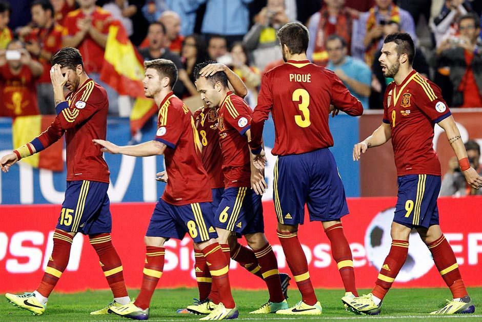 La selección española, junto con Diego Costa, intentarán sacar un buen resultado ante su similar de Italia