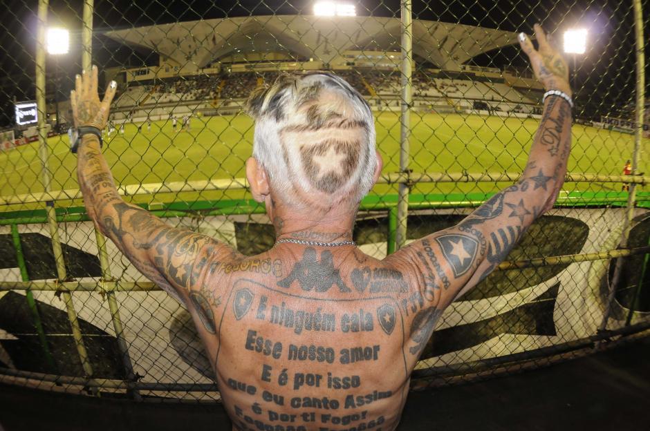 """Manera peculiar de vivir el fútbol la de este """"torcedor"""" brasileño. (Foto: Aldo Martínez/enviado especial de Nuestro Diario)"""