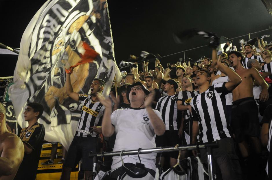 Para los aficionados brasileños (Botafogo) es natural cantar para apoyar a su equipo. (Foto: Aldo Martínez/enviado especial de Nuestro Diario)