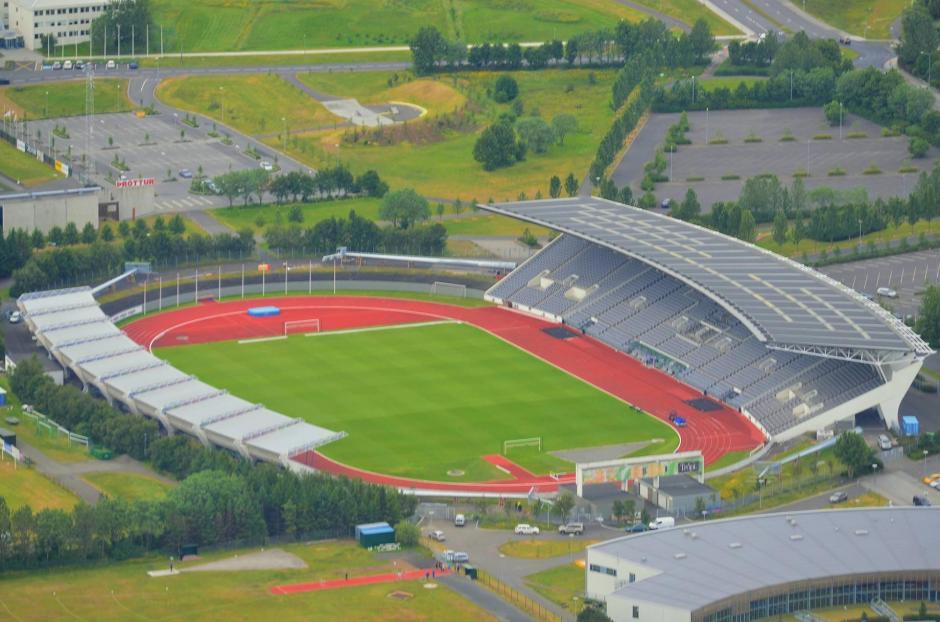 El Laugardalsvöllur de la capital, Reykjavík, con capacidad para 9.800 espectadores, es el estadio principal del país, donde juega de local la selección. (Foto: Infobae)