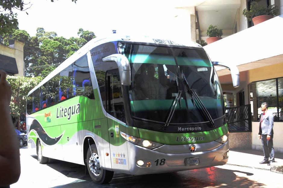 En este bus se movilizó la Selección de Estados Unidos a su hotel de concentración.  (Foto: Pedro Pablo Mijangos/Soy502)