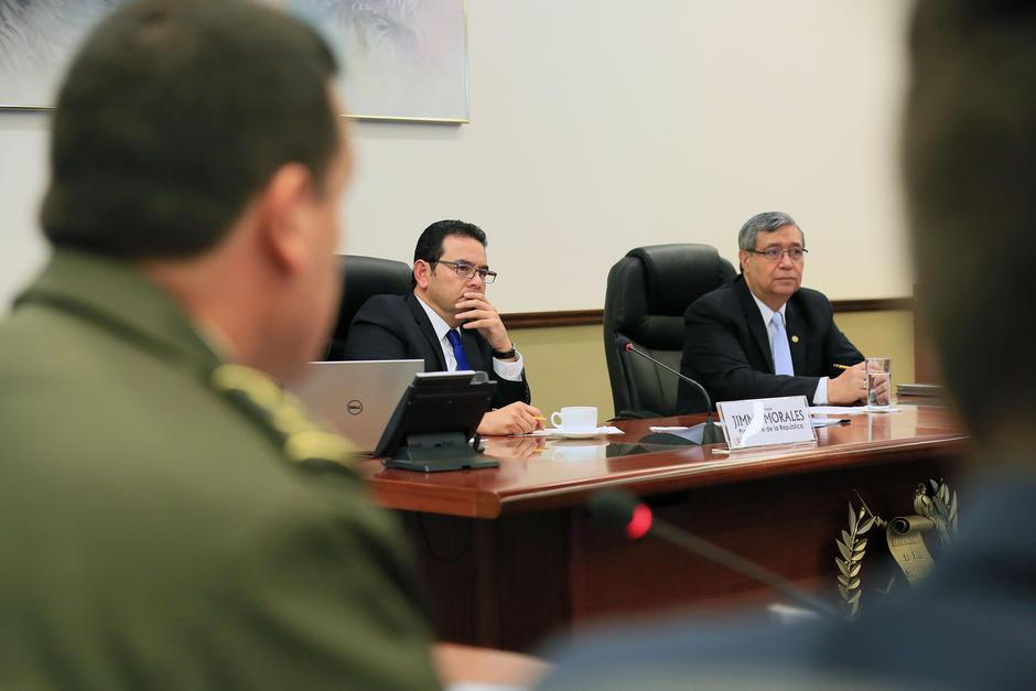 Jimmy Morales se encuentra con todos los ministros los lunes o martes en las reuniones de Gabinete de Gobierno. (Foto: Presidencia)