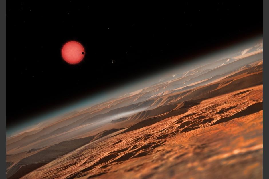 Esta ilustración muestra una vista imaginaria cerca de uno de los tres planetas que orbitan a una estrella enana ultrafría a tan sólo 40 años luz de la Tierra. (Foto: cosmonoticias.org)