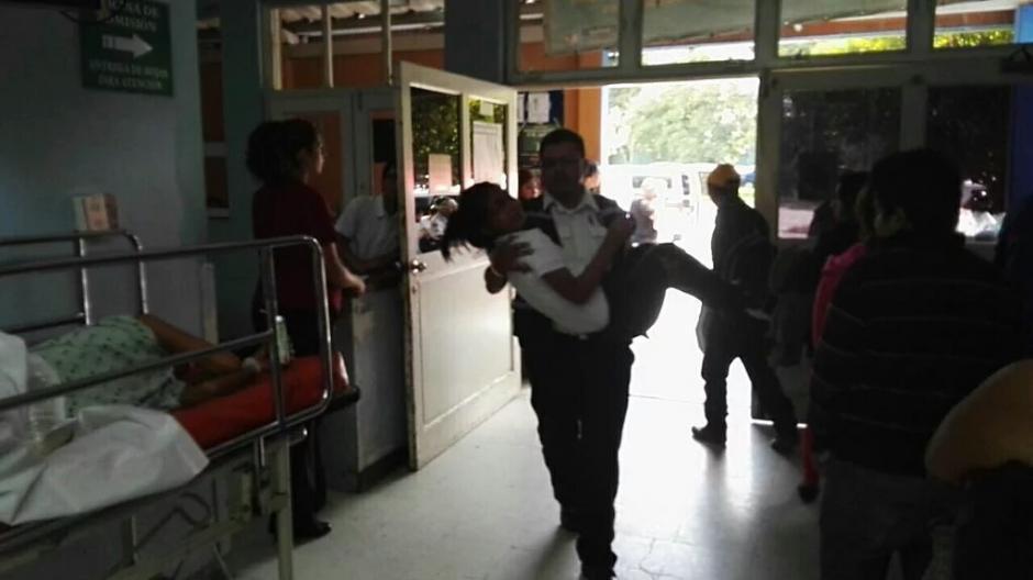 El gas pimienta se expandió en el interior del aula, lo que provocó la intoxicación.  (Foto: BVoluntariosGT)
