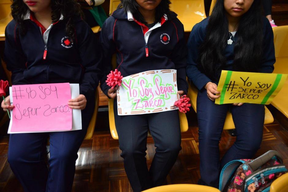 Estudiantes del Liceo Canadiense asistieron al juicio Sepur Zarco en apoyo a las víctimas. (Foto: Jesús Alfonso/Soy502)