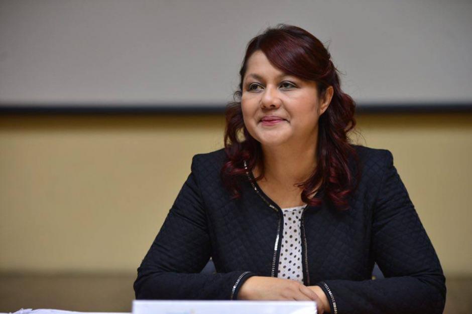 Eunice Mendizábal ofreció una conferencia de prensa para justificar las anomalías denunciadas en la cartera de Gobernación. (Foto: Jesús Alfonso/Soy502).
