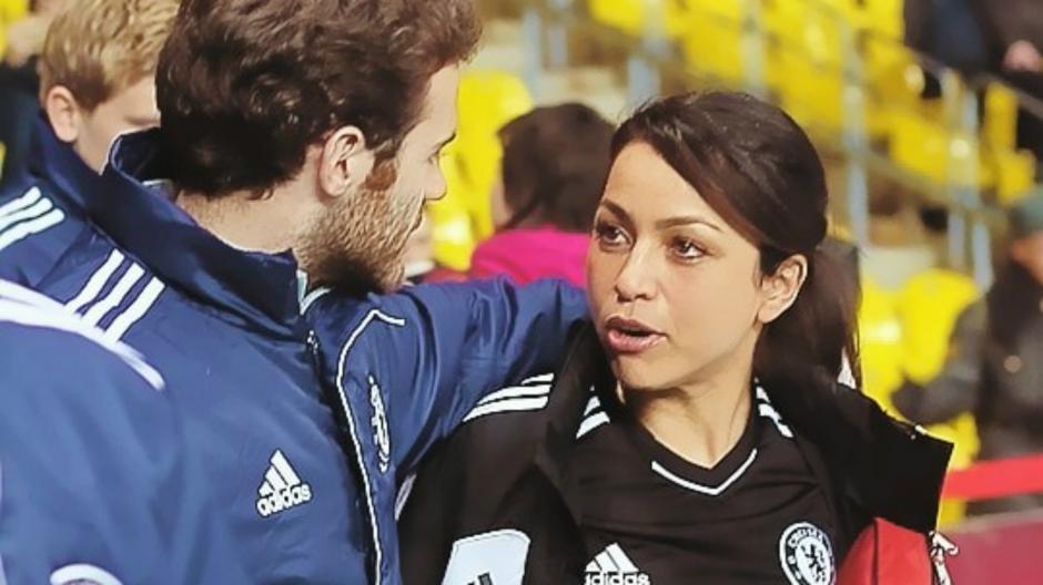 Eva Carneiro, con Juan Mata, exjugador del Chelsea.