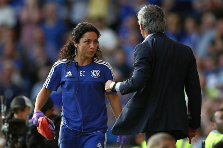 Carneiro y Mourinho durante un juego del Chelsea en Stamford Bridge