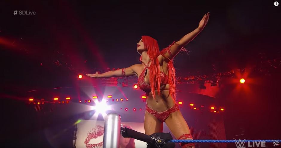 Eva Marie luce siempre una hermosa cabellera color rojo. (Captura de pantalla: WWE/YouTube)