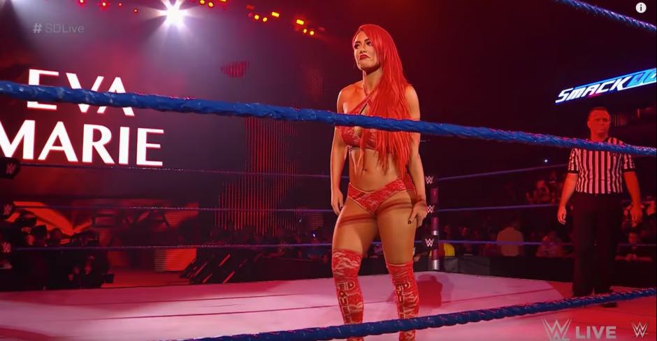 Todos estaban emocionados con la llegada de Eva Marie. (Captura de pantalla: WWE/YouTube)