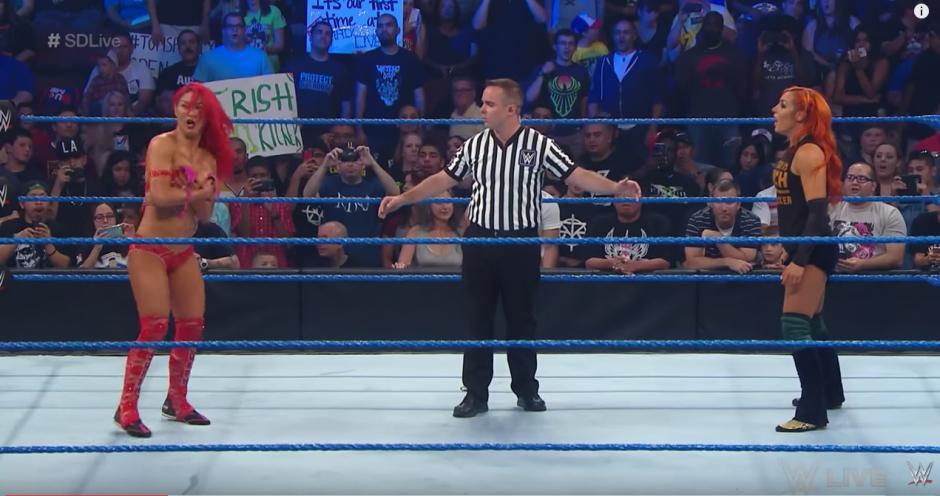 De pronto las cámaras enfocaron a Eva Marie. (Captura de pantalla: WWE/YouTube)