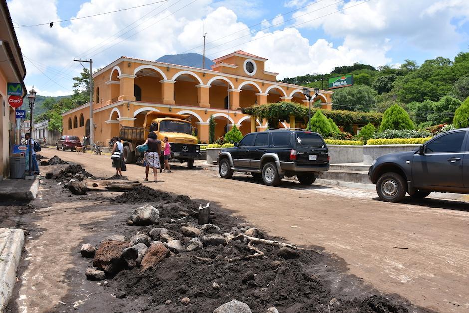 Las inundaciones provocaron daños en las calles. (Foto: Emeldina Rizzo/Nuestro Diario)
