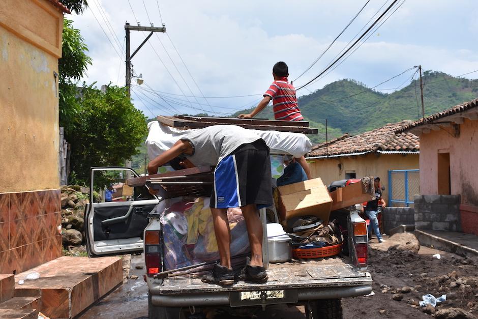 Algunos vecinos evacuaron sus viviendas por el riesgo que corren en el lugar. (Foto: Emeldina Rizzo/Nuestro Diario)