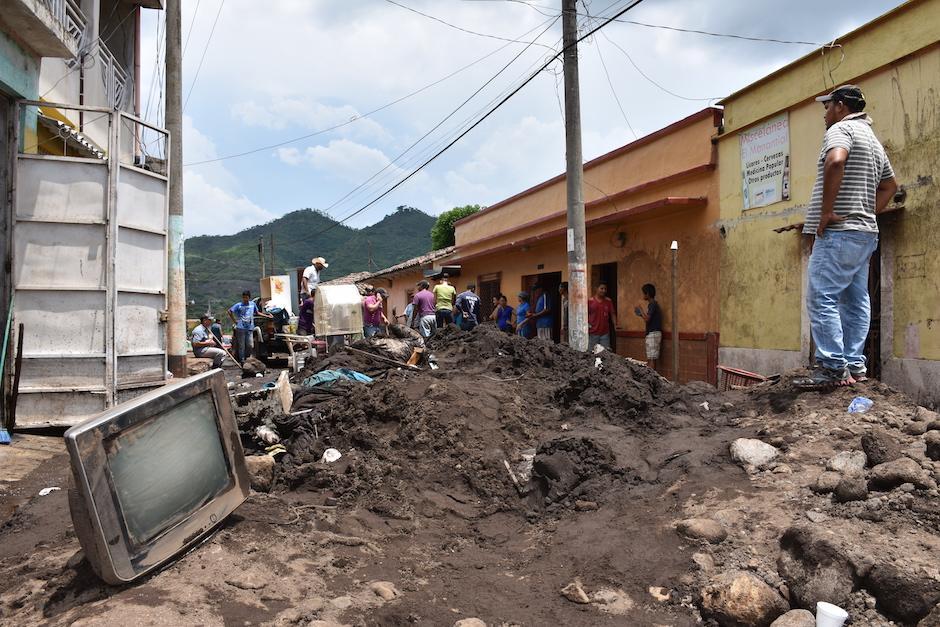 Grandes promontorios de tierra quedaron sobre las calles. (Foto: Emeldina Rizzo/Nuestro Diario)