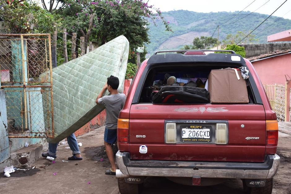 Algunos vecinos evacuaron sus viviendas. (Foto: Emeldina Rizzo/Nuestro Diario)