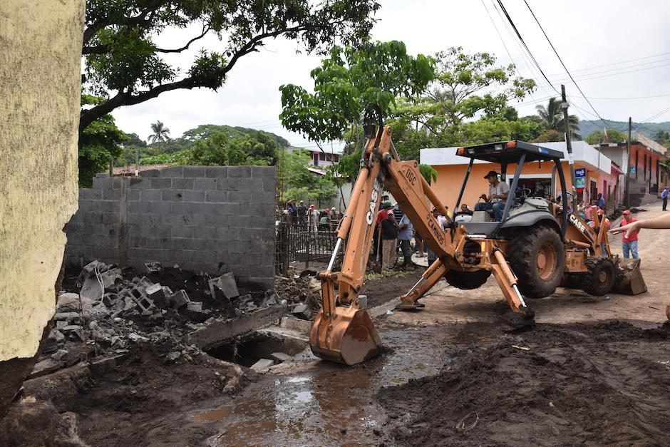 El Ministerio de Comunicaciones envío maquinaria para ayudar con la limpieza de las calles. (Foto: Emeldina Rizzo/Nuestro Diario)
