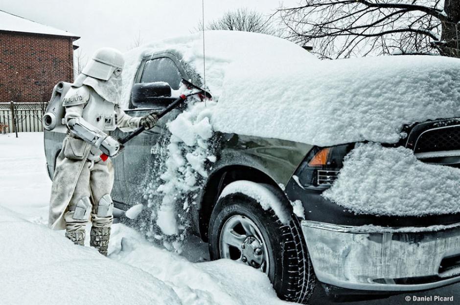 Con la llegada del invierno hay que limpiar el auto para poder ir al trabajo. (Foto: Daniel Picard)