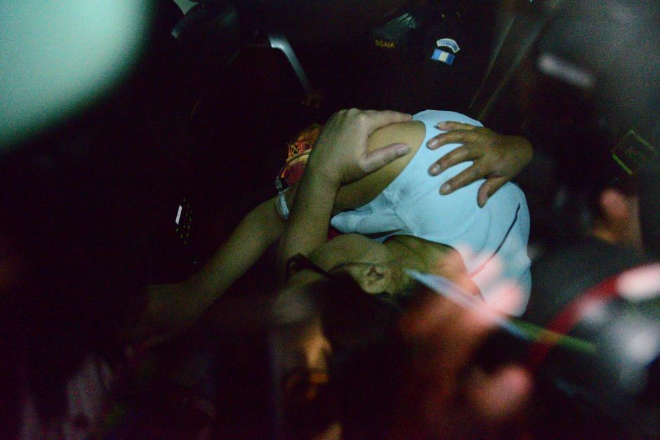"""El 21 de agosto, la ex vicepresidenta Roxana Baldetti fue capturada en un hospital privado donde estaba recluída para evitar ir a la cárcel. El Juez Miguel Ángel Gálvez decidió enviarla a prisión preventiva en la cárcel militar de Matamoros, acusada de dirigir la red de defraudación aduanera """"La Línea"""", junto al ex mandatario Otto Pérez Molina. (Foto: Wilder López/Soy502)"""