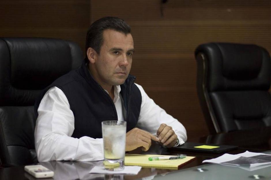 El exministro de Comunicaciones, Alejandro Sinibaldi permanece prófugo de la justicia.  (Foto: Archivo/Soy502)