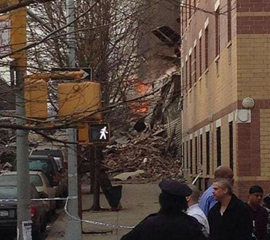 El edificio quedo destruido tras la explosión que dejo varios heridos y desaparecidos. (Foto: Twitter)