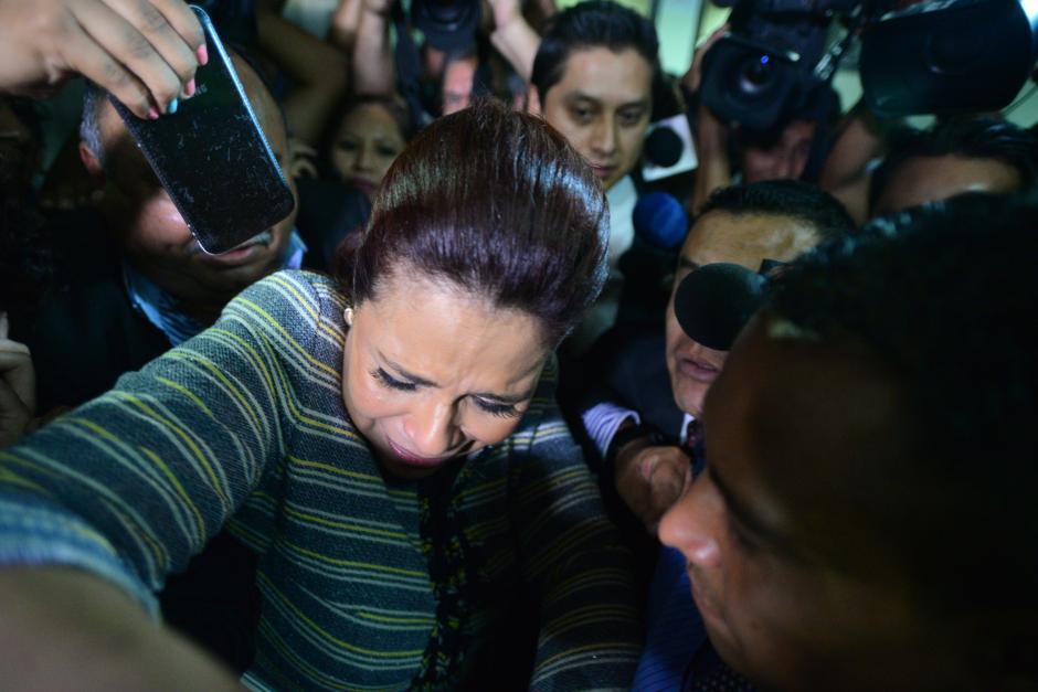 """El 8 de mayo, Roxana Baldetti renuncia a su puesto como vicepresidenta del país luego de su vinculación con la red de defraudación aduanera """"La Línea"""". Reaparece en la Torre de Tribunales el 22 de junio para solicitar el retiro del embargo de 6.6 millones de quetzales y varias de sus propiedades. (Foto: Wilder López/Soy502)"""