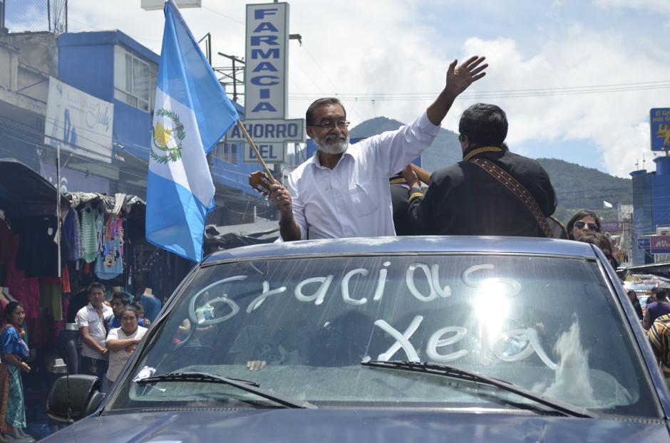 Luis Grijalva salió en caravana el lunes por la mañana para agradecer a cada una de las personas que votó por él y convertirlo en el próximo alcalde de Quetzaltenango. (Foto: Vinicio Tan/Nuestro Diario)