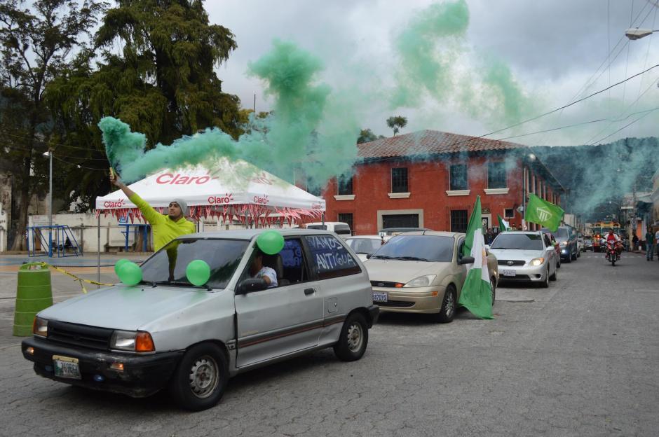 Una caravana verde y blanco recorrió las calles de Antigua, previo a la gran final del Torneo Apertura 2015. (Foto: Pablo Solís/Nuestro Diario)