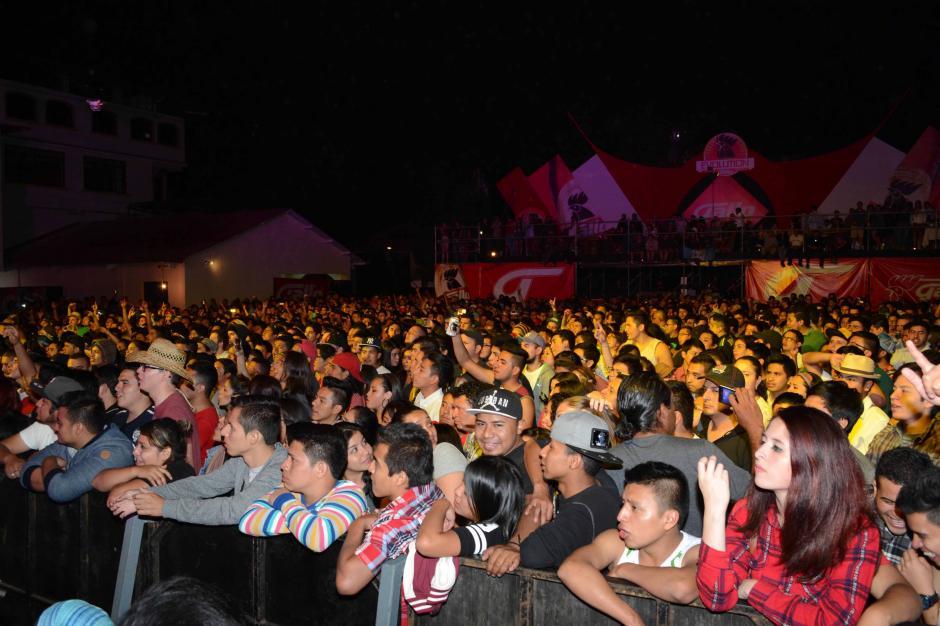 El escenario en Panajachel tuvo una afluencia masiva. (Foto: Carlos Duarte/Nuestro Diario)