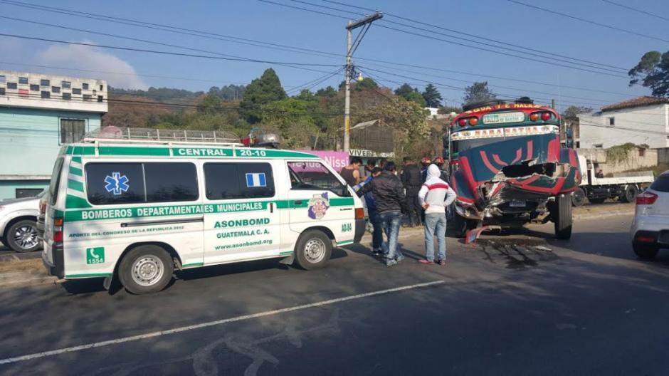 Al menos cinco personas resultaron heridas en un accidente de tránsito en la ruta Interamericana. (Foto: Bomberos Municipales Departamentales)