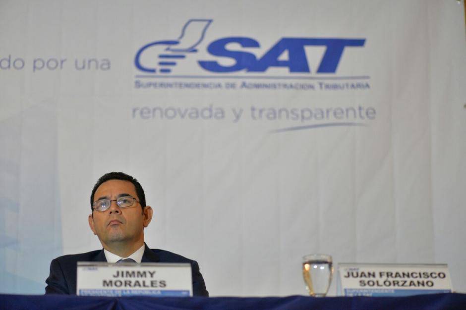 El presidente Jimmy Morales participó en la presentación del informe de la SAT.  (Foto: Wilder López/Soy502)