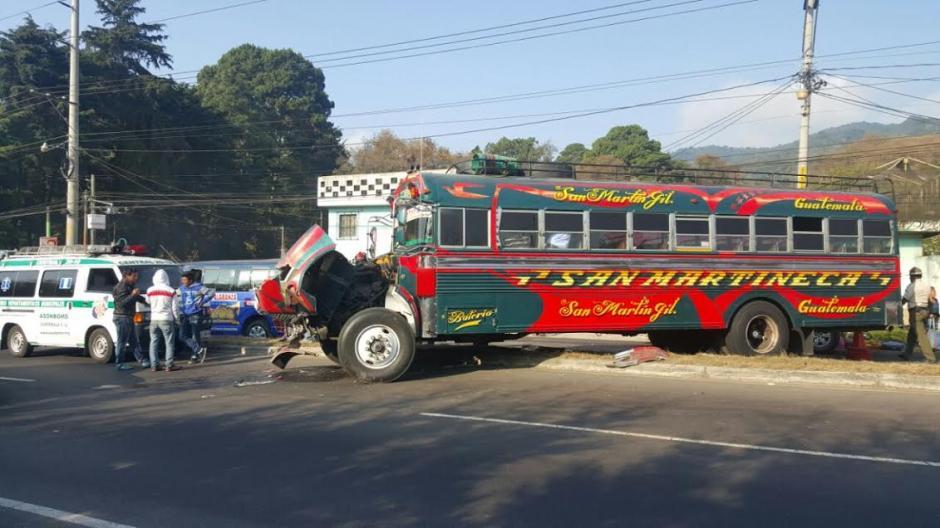 El accidente de tránsito provocó largas filas de vehículos en el sector. (Foto: Bomberos Municipales Departamentales)