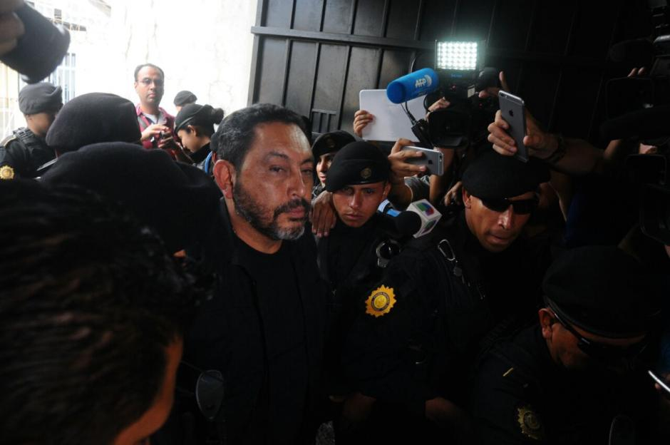 El exministro de Gobernación Mauricio López Bonilla llega a Torre de Tribunales. (Foto: Alejandro Balán/Soy502)