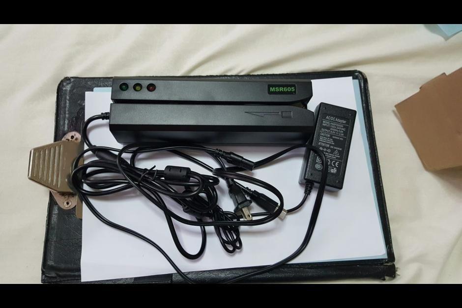 Este es un aparato utilizado para clonar tarjetas decomisado por la PNC hace unos meses (Foto: Archivo/Soy502)