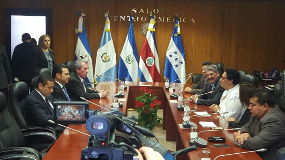 En otro punto de la agenda, el presidente visitó la Asamblea Legislativa de El Salvador. (Foto: Secretaría)