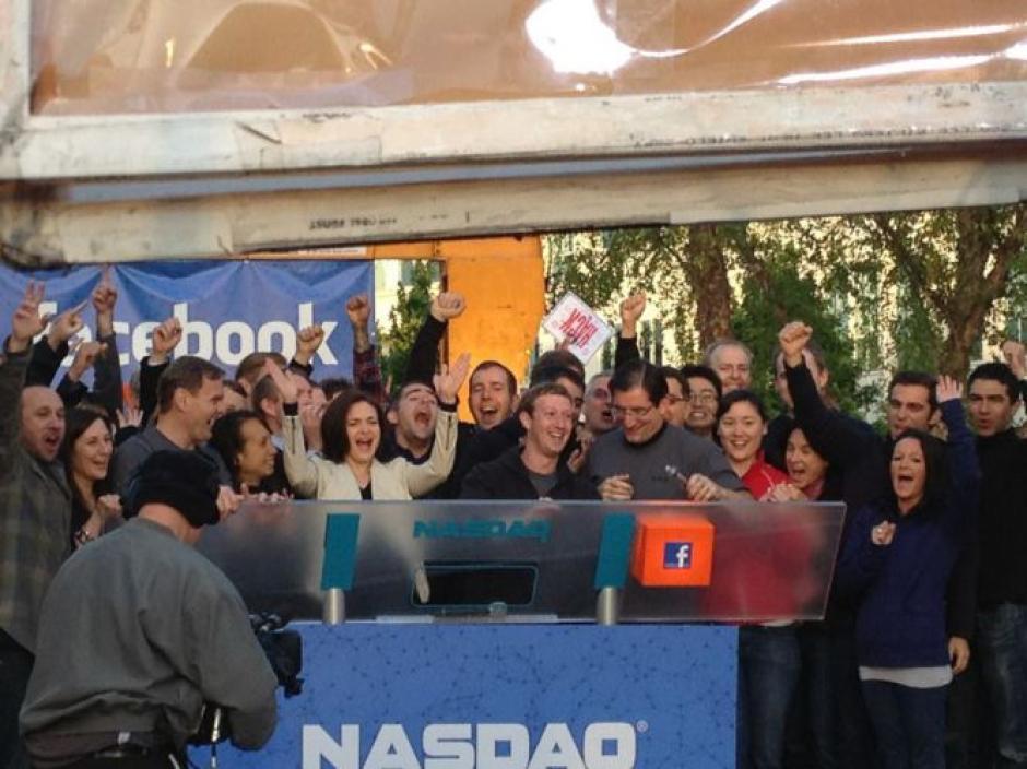 El 18 de mayo de 2012, Facebook, bajo las siglas FB, comenzó a cotizar en bolsa.(Tomado de ElPais.com)
