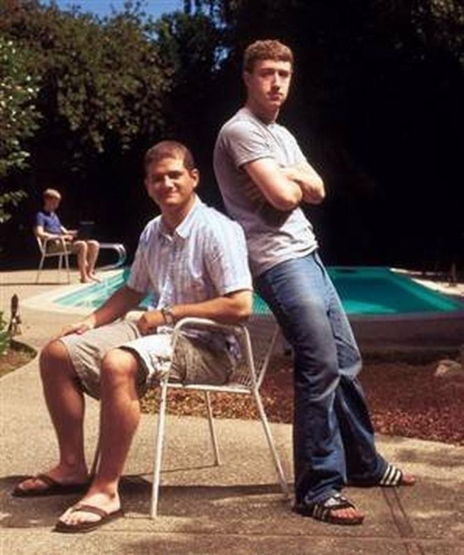 En el verano de 2004, Zuckerberg alquiló una casa en Palo Alto, más cerca de los inversores tecnológicos. Newsweek publicó esta imagen.