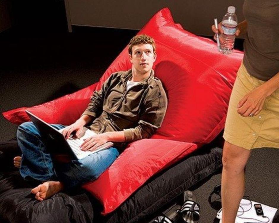 BusinessWeek dedicó un reportaje a la red social en el verano de 2006. Vaqueros y sudadera ya era su uniforme.(Tomado de ElPais.com)