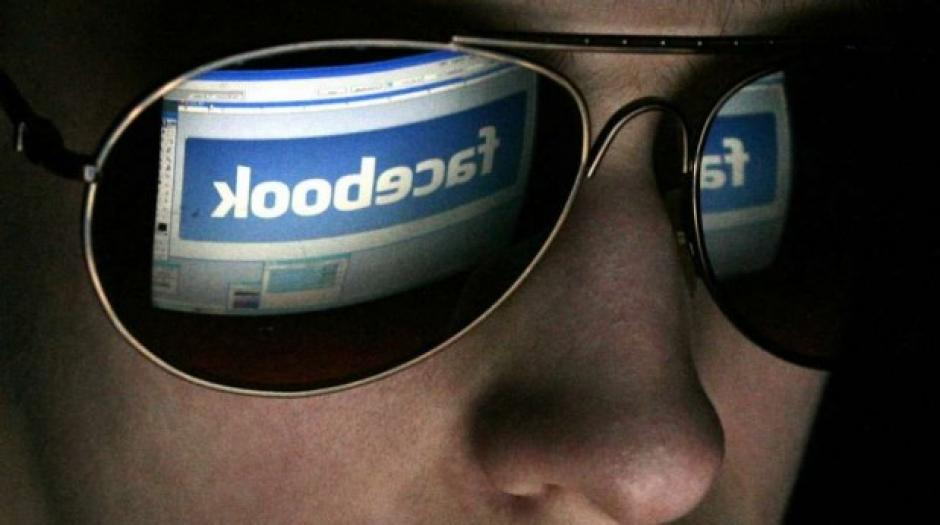 facebook podría ayudar a analistas a saber si las personas tienen problemas mentales.
