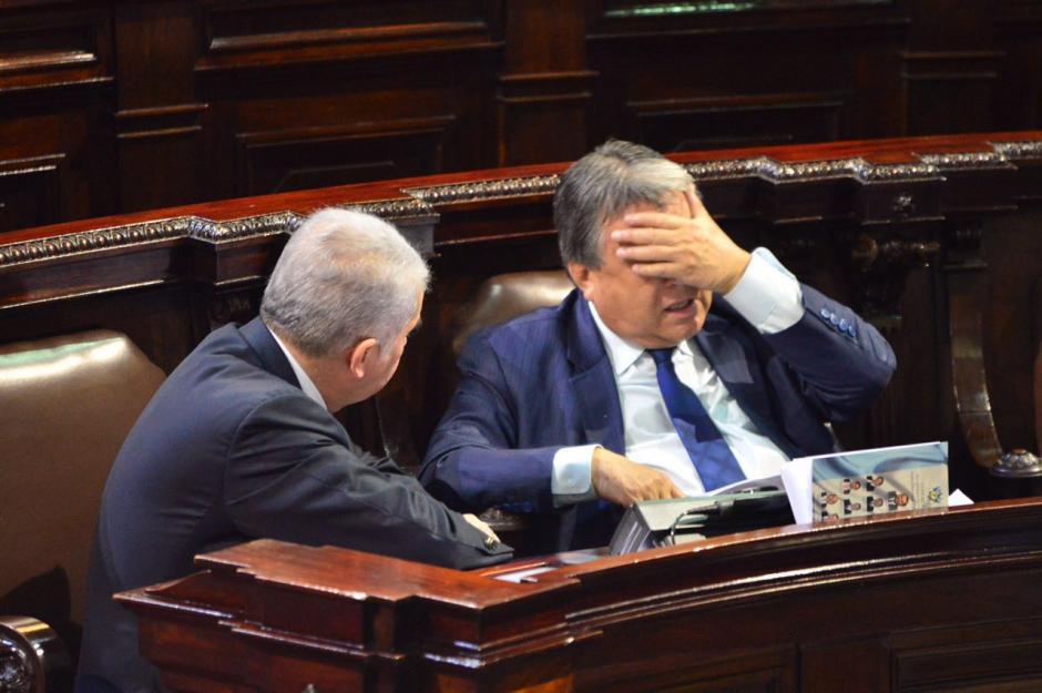 Fajardo (derecha) renunció a la bancada de la UNE. (Foto: Jesús Alfonso/Soy502)