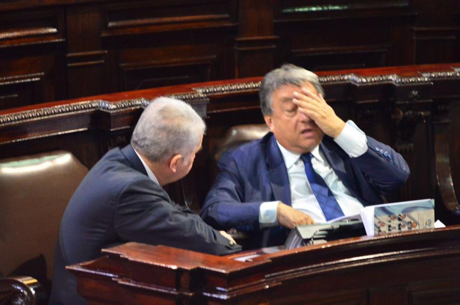 Durante la aprobación de leyes ambos sonríen.  (Foto: Jesús Alfonso/Soy502)