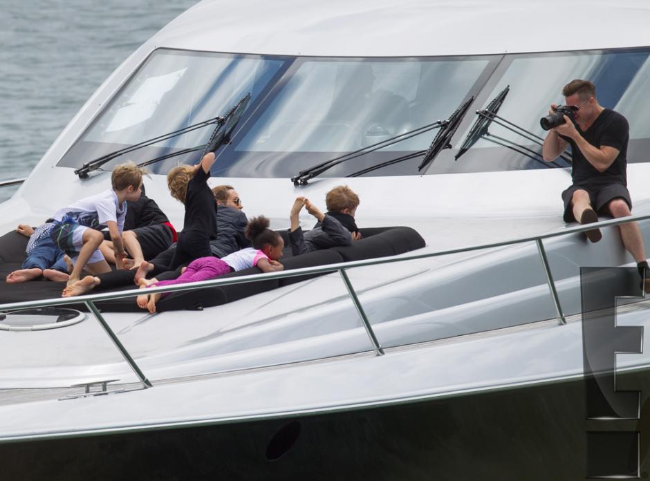 Brad estuvo fotografiando a su familia durante el viaje (Foto: E! Entertainment)