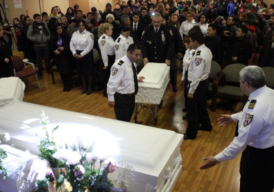 Familiares y amigos abarrotaron la iglesia Naciones Unidas en Cristo, en Jamaica, Queens, para despedir a Deisy García y sus dos hijas. (Foto: EDLP)