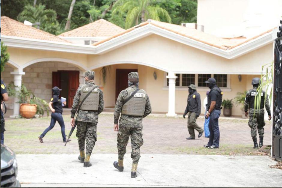 Personal militar fuertemente armado ingresó a la vivienda de Yankel Rosenthal. La Fiscalía procedió a asegurar 19 empresas, propiedades y residencias de tres miembros de la familia Rosenthal.(Foto: LaPrensa.hn)