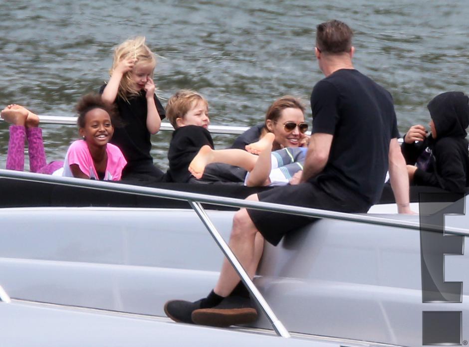 Brad Pitt y Angelina Jolie compartieron tiempo con sus seis hijos. (Foto:E! Entertainment)