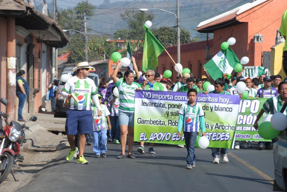 La afición colonial realizó una caminata en las calles cercanas al estadio Pensativo en apoyo a sus cuatro jugadores suspendidos temporalmente por el caso doping que trascendió en esta semana. (Foto: Pablo Solís/Nuestro Diario)