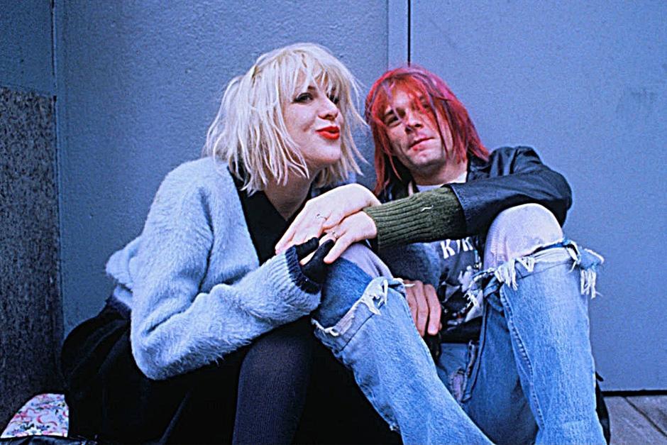 Tuvo una relación bastante complicada con la cantante Courtney Love, en la que ambos compartieron su adicción a las drogas